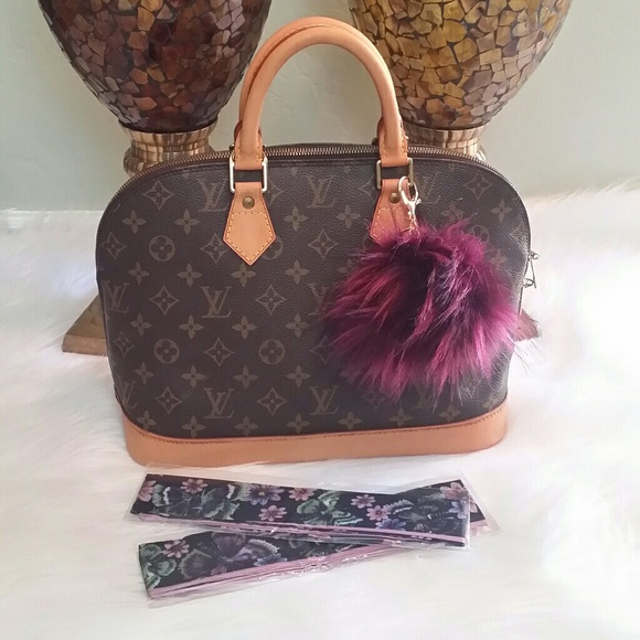 Louis Vuitton Handbags - 🍀🌹LAST CHANC🌹🍀 AUTH Louis Vuitton Alma PM🍐 8830e08e491ab